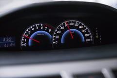 发动机革命显示速度车速表通信工具 免版税库存照片