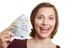 发单欧洲愉快的货币妇女 免版税库存照片