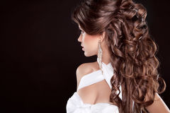 发型。长的头发。魅力时尚Beautifu妇女画象  免版税库存照片