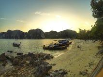 发埃发埃海岛前面海滩 免版税图库摄影