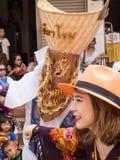发埃Ta Khon节日的五颜六色的面具执行者,泰国 库存图片