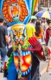 发埃Ta Khon节日的五颜六色的鬼魂面具执行者, Loei,泰国 库存照片