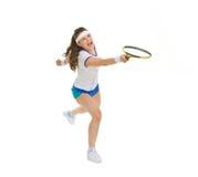 发怒击中球的网球员 库存图片