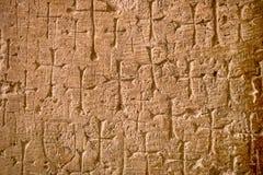 发怒垂悬在圣洁坟墓的一个石墙教会 免版税库存图片