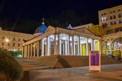 发怒春天-主要柱廊亭子在Marianske Lazne -捷克 免版税库存图片