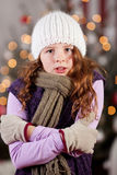 发抖的冷的女孩 免版税图库摄影