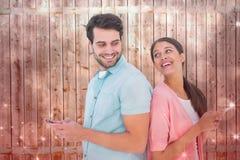 发正文消息的愉快的夫妇的综合图象 库存照片