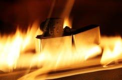 发火焰打火机 库存照片