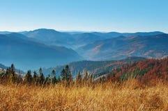 发烟性山脉的小山 免版税库存照片