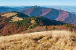 发烟性山脉的绕小山看法  库存照片
