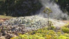 发烟性硫磺石头 库存图片