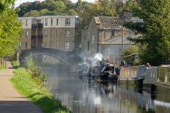 发烟性运河驳船 库存照片