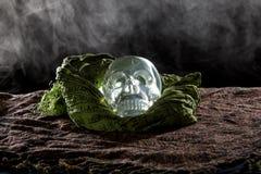 发烟性水晶头骨 免版税图库摄影