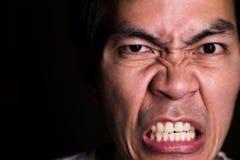 发狂的人画象,因为他没得到什么他想要 恼怒的情感是代表严肃,可怕和消极情感 免版税库存照片