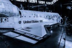 发现号太空梭在史密松宁空气和太空博物馆Udvar朦胧的中心 库存图片
