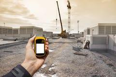 发现在一个建造场所里面的正确的位置通过gps 免版税库存照片