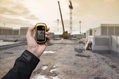 发现在一个建造场所里面的正确的位置通过gps & x28; 库存图片