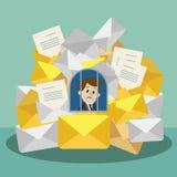 发现自己的商人或经理去是繁忙的 电子邮件和文件preason 经理有很多工作 免版税库存照片