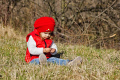 发现自然的小女孩 库存图片