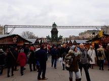 发生在玛丽亚Theresien广场的圣诞节市场 免版税图库摄影