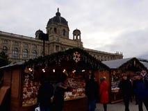 发生在玛丽亚Theresien广场的圣诞节市场 免版税库存图片