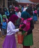 发生在越南的一个典型的每周跳蚤市场 图库摄影