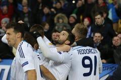 发电机庆祝进的球、UEFA欧罗巴16在发电机之间的秒腿比赛同盟回合和埃弗顿的Kyiv球员 免版税库存照片