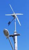 发电的风车涡轮 免版税图库摄影
