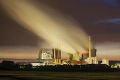 发电站在晚上 库存图片