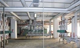 发电系统 对购物中心、工厂和生存站点 免版税库存图片