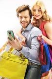 发短信对他们的朋友的夫妇 免版税库存照片