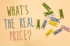 发短信给标志陈列什么s是真实的价格问题 概念性照片给物产或企业黄色基地的实际价值与p的 库存图片