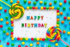 发短信给生日快乐、贺卡、糖果和棒棒糖, 免版税库存图片