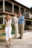 发笑在跳舞女儿之后做父母青少年 免版税库存图片