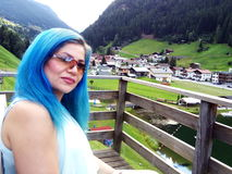 头发蓝色的女孩 库存照片