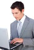 发送电子邮件的生意人 库存图片