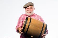 发酵产品 从有机葡萄做的自然酒 酿酒厂概念 自创酒 生产酒家庭 库存照片