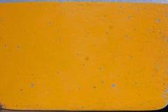 发隆隆声的黄色油漆 库存图片