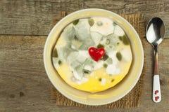 发霉的布丁 充分毒食物模子 不健康的食物 真菌的孢子食物的 库存照片