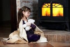 取暖由壁炉 免版税库存图片