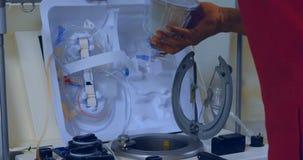 取消医疗设备4k的男性医师 股票录像