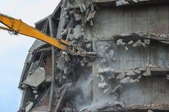 取消大厦与挖掘机 免版税库存照片