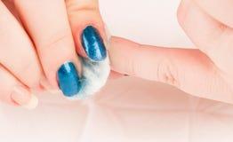 取消指甲油与棉花洗涤的垫 库存图片