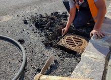取消沥青的修路工作者 图库摄影
