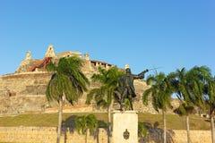 受伤的将军Blas雕象在圣费利佩de巴拉哈斯堡垒前面的日落的 免版税图库摄影
