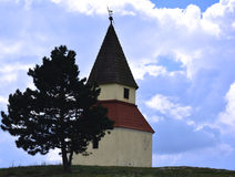 受难象,小山的教堂 免版税库存图片