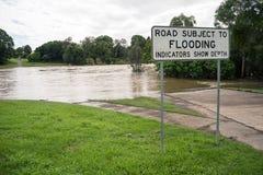 受Floodingq支配的路 图库摄影