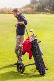 变冷在高尔夫球场 库存图片