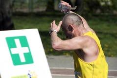 变冷静的赛跑者 免版税库存照片