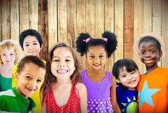 变化儿童友谊无罪微笑的概念 免版税库存照片